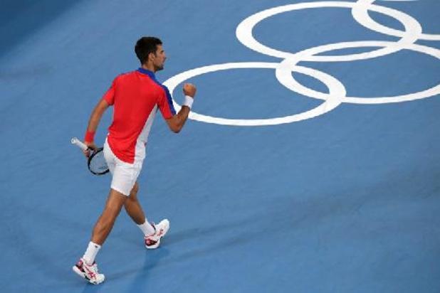 Djokovic verplettert Nishikori op weg naar laatste vier