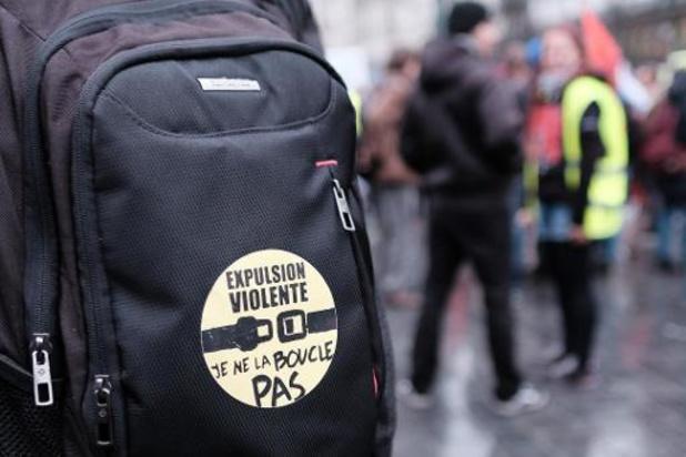 Uitgeprocedeerde asielzoekers klagen over politiegeweld bij repatriëring