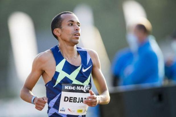"""Nacht van de Atletiek - Ismael Debjani maakt sterk debuut op 5.000 meter: """"Heb sterretjes gezien"""""""