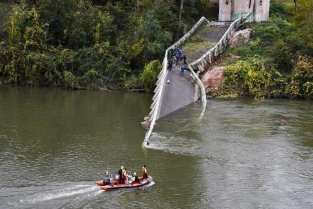 """Pont effondré en France: le camion """"de plus de 50 tonnes"""", cause apparente de l'accident"""