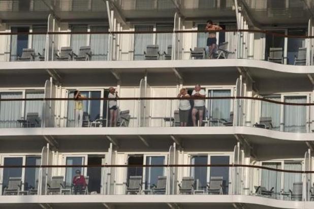 Un navire de croisière avec à bord des porteurs du coronavirus accoste à Athènes