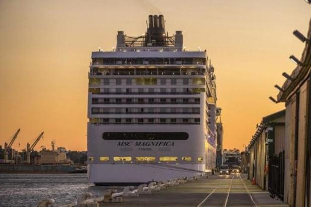 Duizenden mensen geblokkeerd op cruiseschepen in Australië