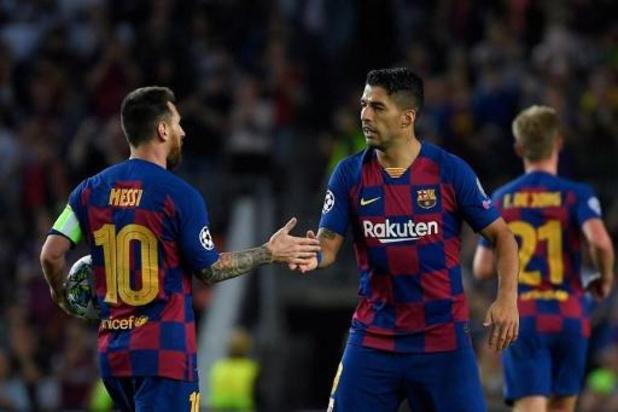 Messi zwaait Suarez uit en sneert (opnieuw) naar bestuur van Barcelona