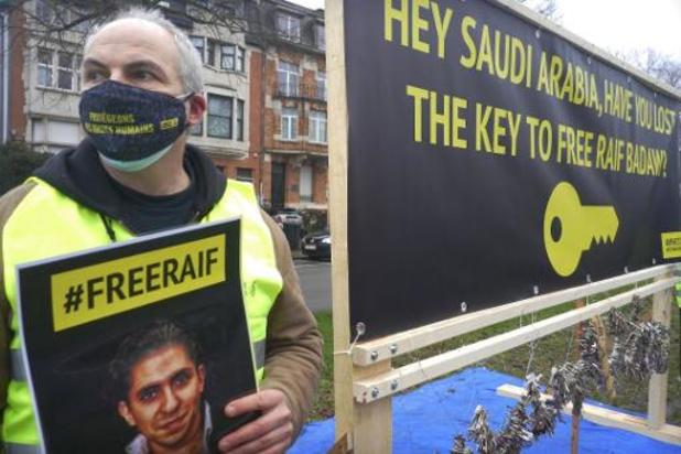 Amnesty bezorgt Saoedische ambassade sleutel tot vrijlating van opgesloten blogger