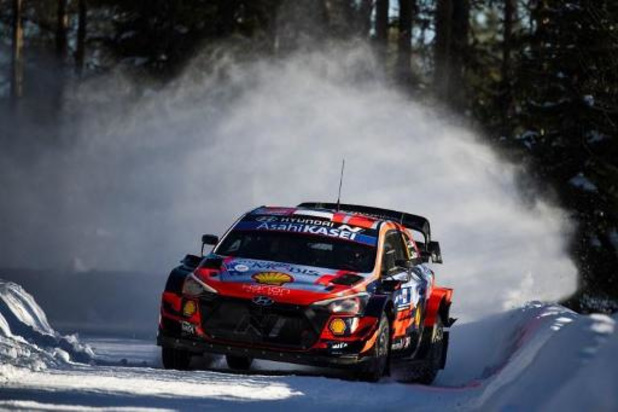 Arctic Rally - Tanäk leidt, Neuville rukt op naar derde plaats, Ogier crasht