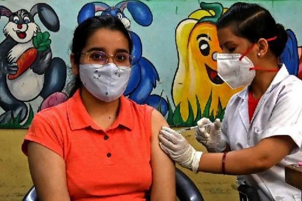 """Inde: vaccination gratuite pour tous, Modi vante les vertus """"protectrices"""" du yoga"""