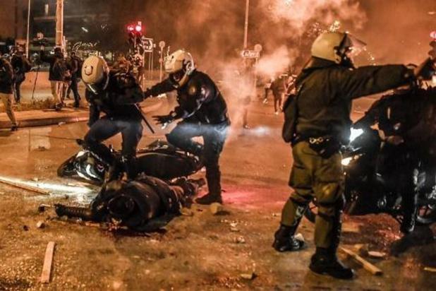 Grèce: 10 policiers blessés, 16 interpellations en marge d'une manifestation à Athènes