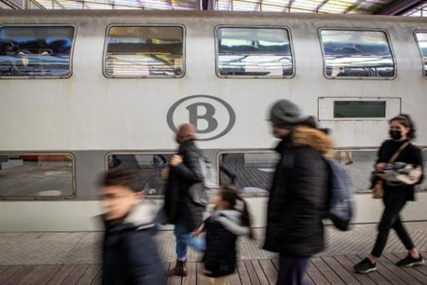 Vensterregel enkel op treinen naar kust, niet op terugweg