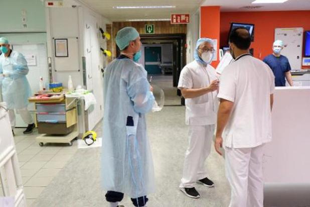 Le nombre d'hospitalisations double tous les huit jours