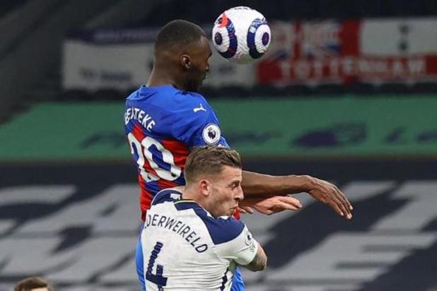 Belgen in het buitenland - Benteke scoort tegen Alderweireld, maar Tottenham is toch een maatje te groot