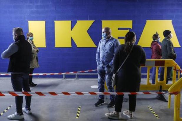 Lange files aan IKEA