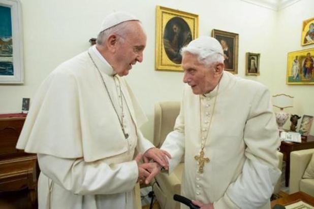 Benedictus XVI wil zijn naam verwijderd zien van controversieel boek
