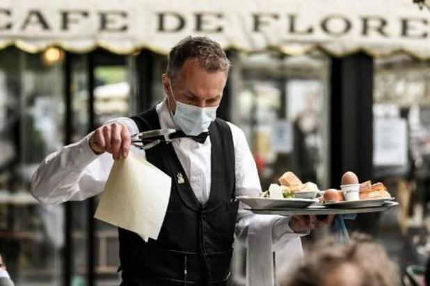 Restaurants et cafés rouvrent leurs salles en France, touristes américains en vue