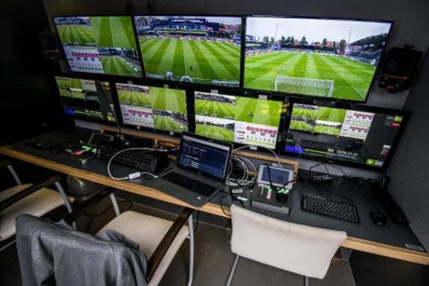 Ref en VAR gaan twee keer in de fout in Genk-Club Brugge