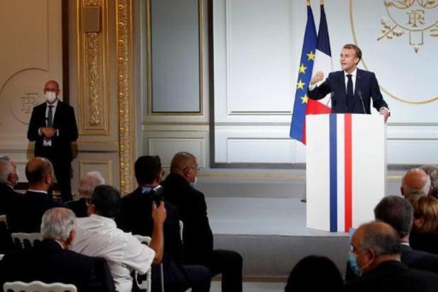"""France: Macron """"demande pardon"""" aux harkis et annonce une loi """"de réparation"""""""