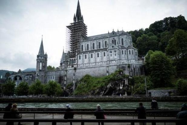 """France: Lourdes rassemble des millions de fidèles pour """"un premier e-pélerinage mondial"""""""