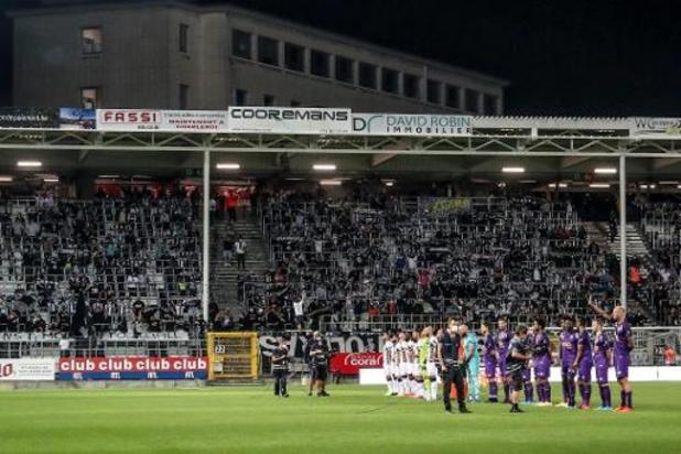 Charleroi krijgt 3.000 euro boete voor pyro en projectielen in Waalse derby