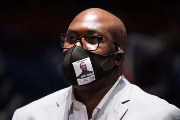 """Le frère de George Floyd implore de """"mettre un terme à la souffrance"""" des Afro-Américains"""