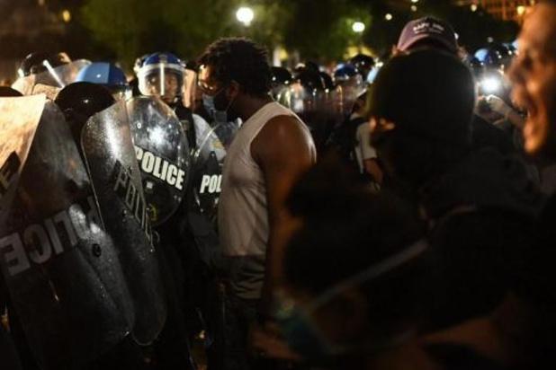 Trump bedreigt betogers voor Witte Huis