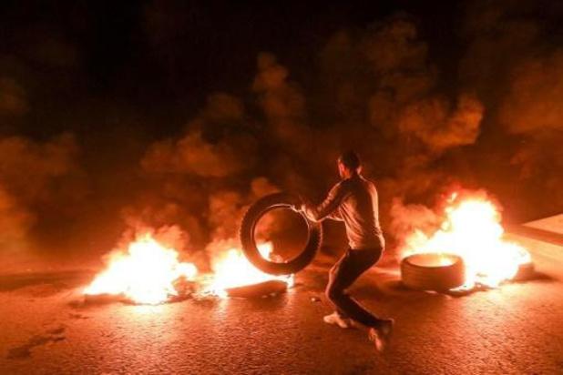 Libanezen werpen wegblokkades op uit protest tegen economische chaos