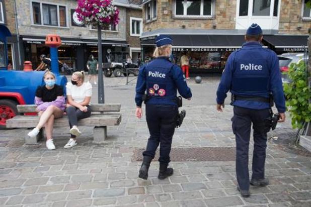 Inbreuken op samenscholingsverbod en sluitingstijden horeca prioritair voor politie