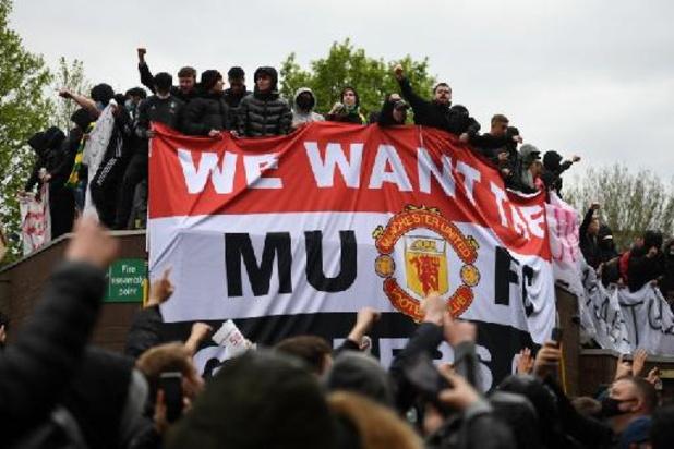 Premier League - Les supporters de Man United envahissent le terrain pour protester contre les Glazer