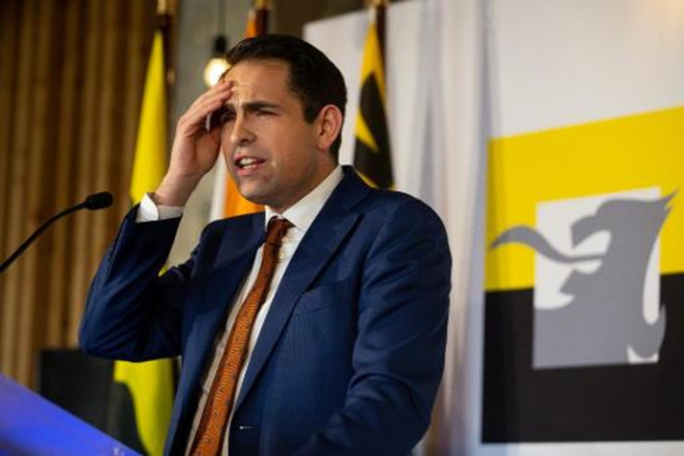 Vlaams Belang verzamelt in vijf dagen 50.000 handtekeningen voor nieuwe verkiezingen