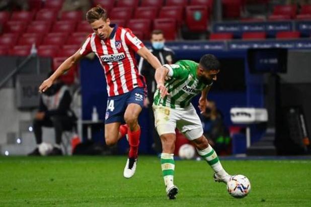 Belgen in het buitenland - Atlético wint van Real Betis, invaller Carrasco valt uit met blessure
