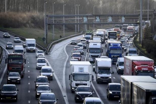 Bijna 6 op de 10 nieuwe wagens rijden op benzine