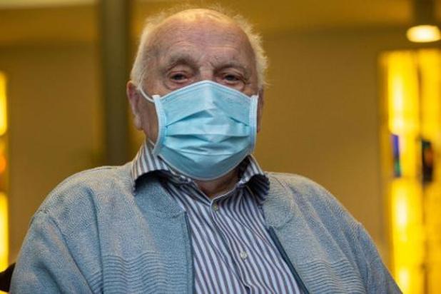 Jos Hermans (96) krijgt als eerste het coronavaccin
