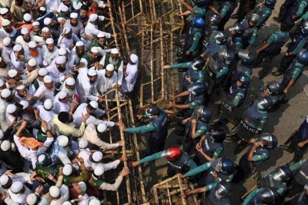Tienduizenden mensen in Bangladesh demonstreren tegen Frankrijk