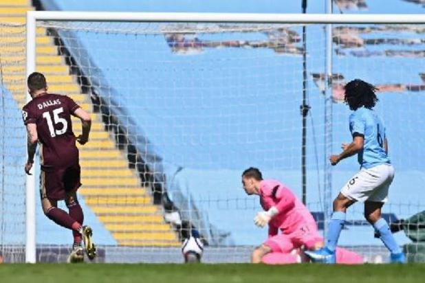 Manchester City, sans De Bruyne, surpris par Leeds réduit à dix