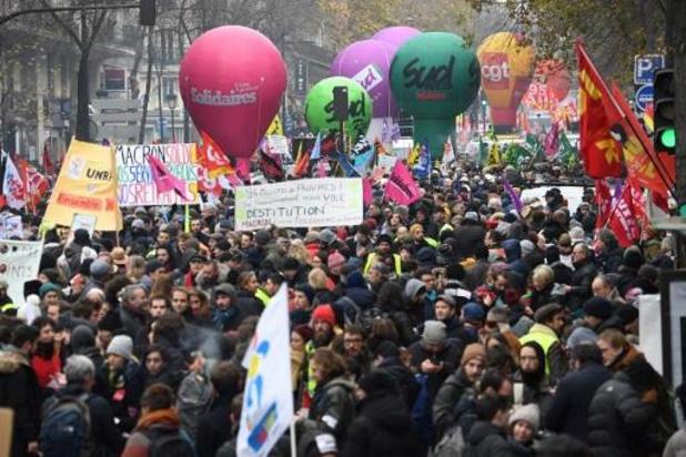 806.000 manifestants selon les autorités, plus de 1,5 million selon la CGT à Paris