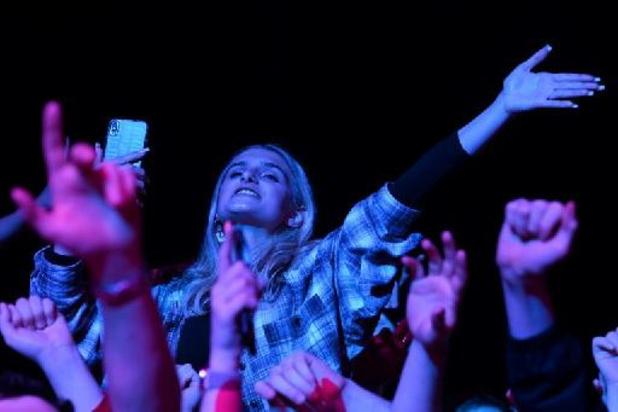GB: un concert-test rassemble des milliers de personnes sans masque