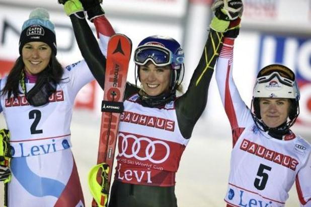Mikaela Shiffrin skiet naar zege in slalom Levi