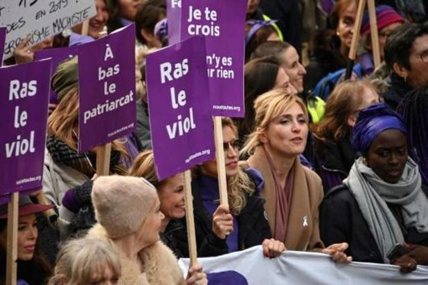 Bijna 50.000 Fransen betogen in Parijs tegen geweld op vrouwen