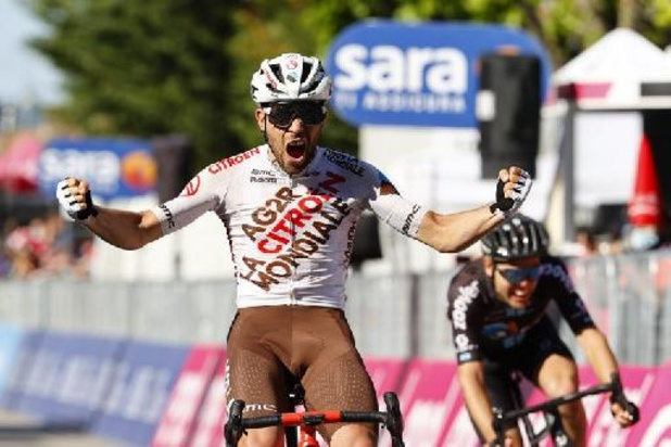 L'Italien Andrea Vendrame, issu de l'échappée, remporte la 12e étape