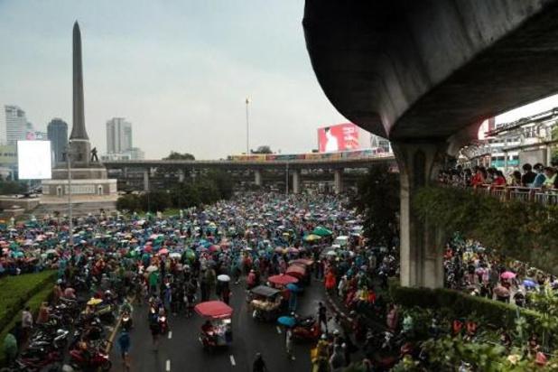 Thaïlande: le mouvement pro-démocratie de nouveau dans la rue, malgré l'interdiction