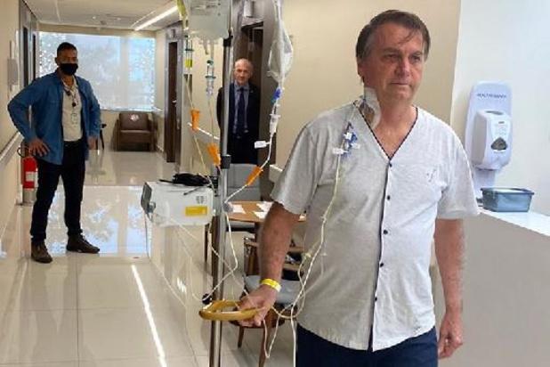 """Brésil: """"amélioration"""" de l'état de Bolsonaro, qui reste hospitalisé"""