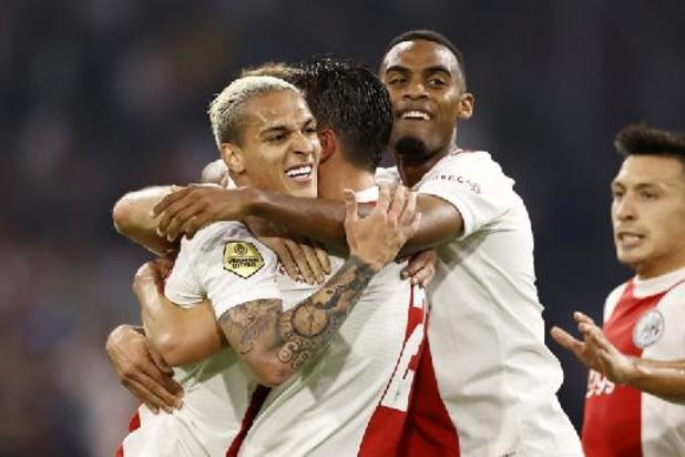 Belgen in het buitenland - Ajax hijst zich steviger in leiderszadel, Vitesse verslikt zich in Sittard