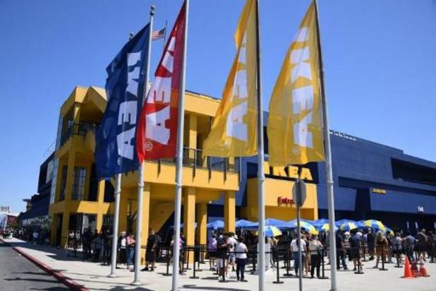 Coronavirus - De longues files devant les magasins Ikea, qui fermeront samedi soir pour un mois et demi