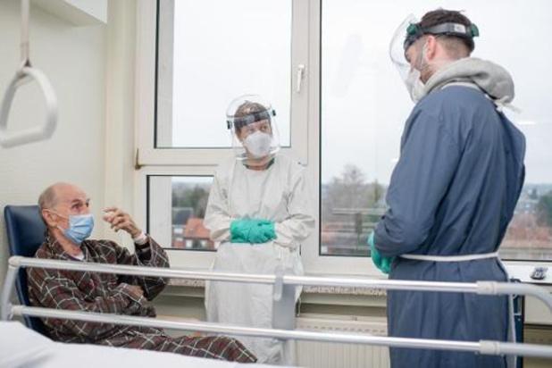 Covid en Belgique: augmentation de 30% du nombre d'infections enregistrées en moyenne par jour
