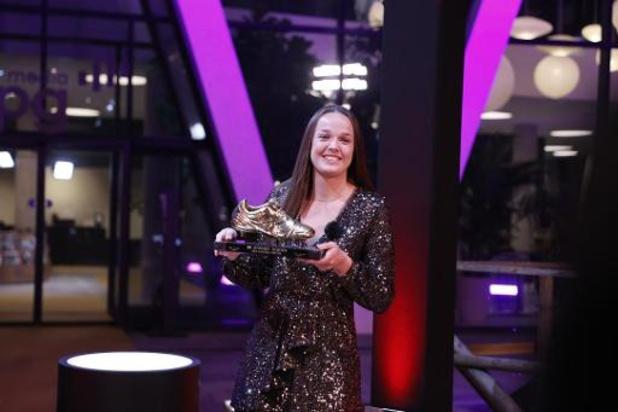 """Gouden Schoen - Tine De Caigny ontvangt eerste Gouden Schoen: """"Niet met woorden te omschrijven"""""""