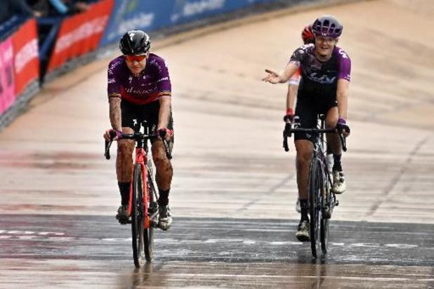 """Parijs-Roubaix - D'hoore neemt afscheid in """"moeilijke wedstrijd"""": """"Maar trots dat ik einde heb gehaald"""""""