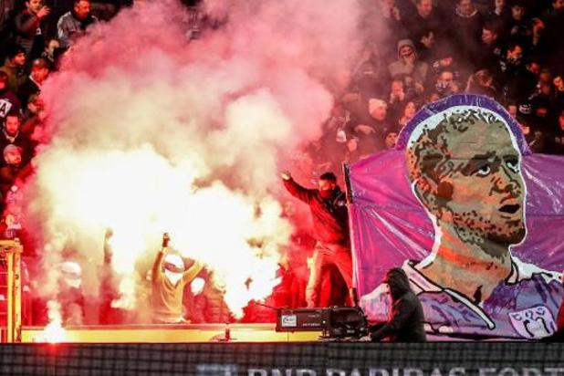 Le pétard lancé par un supporter à Malines risque de coûter 2500 euros à Anderlecht
