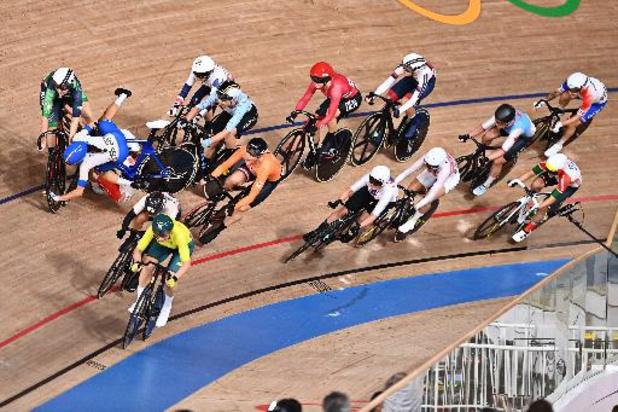 OS 2020 - Baanwielrenster Lotte Kopecky gaat in scratch neer bij massale valpartij