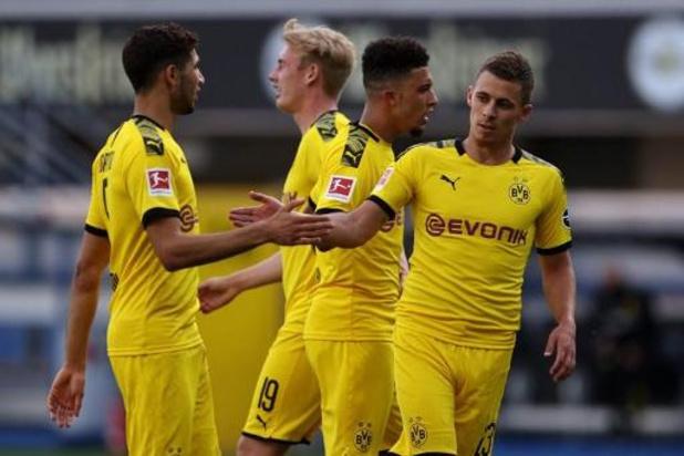 Belgen in het buitenland - Hazard helpt Dortmund met goal en assist aan ruime overwinning
