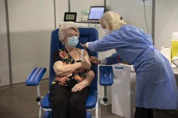 Près de 200 hospitalisations par jour, une dose de vaccin injectée à 10,5% des adultes