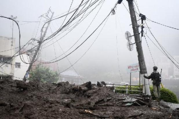 Japon: les secouristes cherchent des survivants dans la boue à Atami