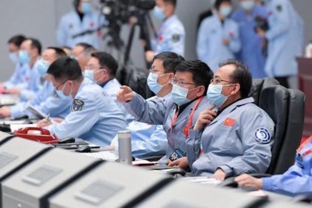 Chinese maanlander maakt opnieuw contact met de maan